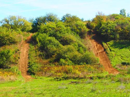ein Motocross-Trail - supersteil der Aufstieg und fast senkrecht die Abfahrt