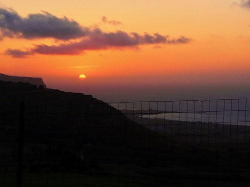 der Sonnenuntergang zeigt täglich ein Ende an