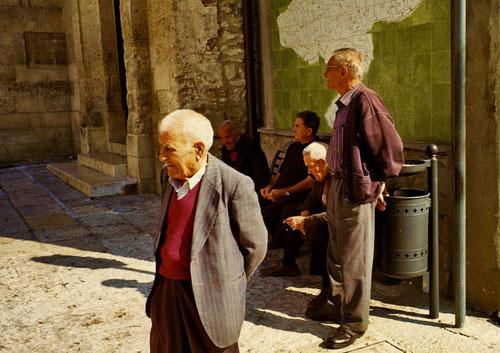 die Alten geben diesem Platz die Ruhe