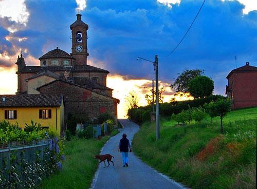 die Kirche San Francesco mit bedeutenden Gemälden von Guglielmo Caccia