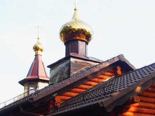 neben unserem Stellplatz die neue orthodxe Kirche in Pillko mit dem obligaten goldenen Zwiebelturm