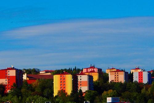 die Farben der Hochhäuser sind aufeinander abgestimmt