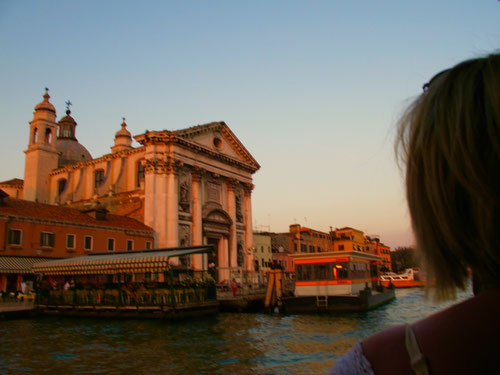 die alten Kirchen und Paläste sorgen für die unverwechselbare  Athmosphäre von Venedig