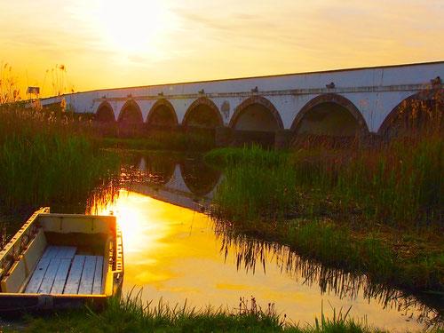 die Neunbogen-Brücke - regionales Zentrum - seit dem 17. Jhd.