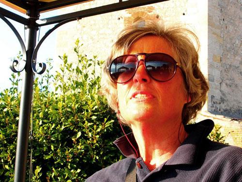 Hanni war begeistert von der weiten Aussicht über den tiefblauen Gardasee