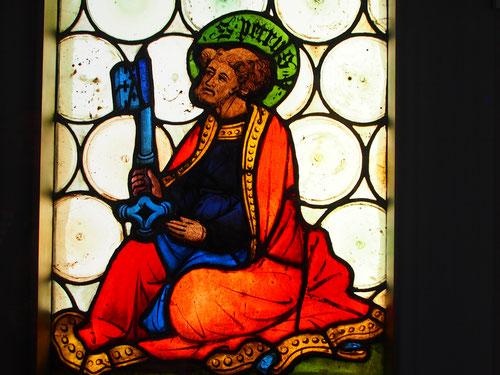 ein kunstvolles Glasfenster, aktuell und ewig stimmig