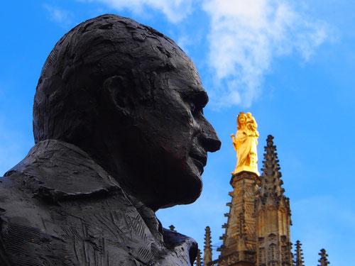 die vergoldete Marien-Statue auf dem Tour Pey Barland fanden wir eher unpassend