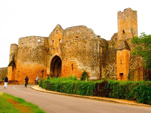 Porte de Tours, das frühere Gefängnis der Tempelritter im 14. Jhd.