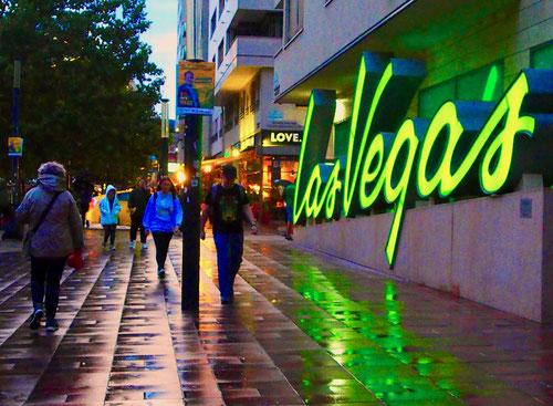 der Weg in das Zentrum von Pest führt an Las Vegas vorbei