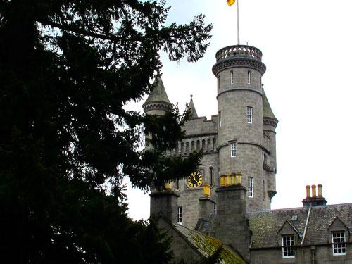 Die Wege im Schlosspark waren noch vom Regen gezeichnet