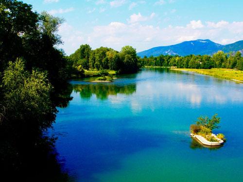 die Rhone - eine noch kleine idyllische Fluss-Welt