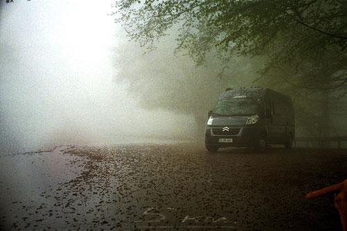 unser Stellplatz im Nebel, hoch oben im Kaukasus