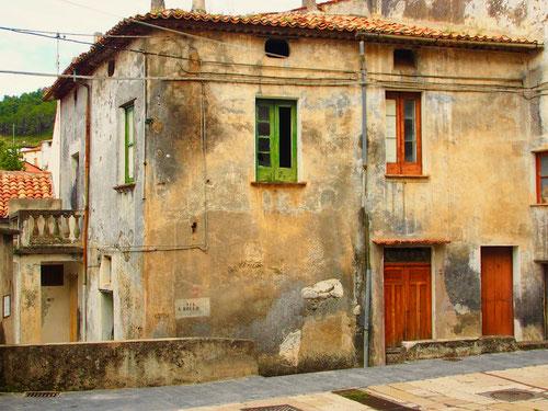 früher pflegten die Italiener ihre Häuser - heute lassen sie vieles verfallen