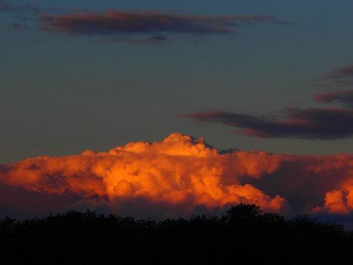 eine stimmungsvolle Wolkenstimmung am letzten Abend in Frankreich