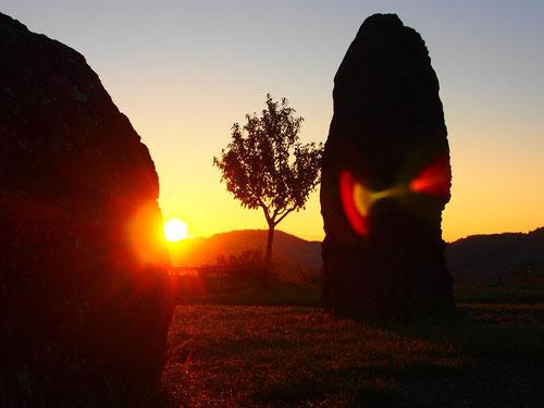 zwischen den 10.000 Jahre alten Lavasteinen ging die Sonne langsam unter