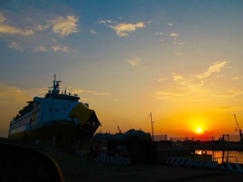 Abendstimmung im Fährhafen von Livorno