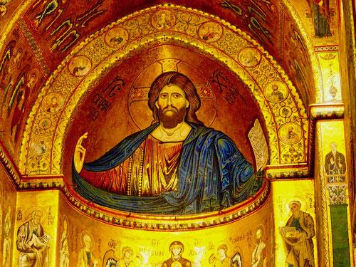 die Apsiden reich an byzanthinischen Goldgrund Mosaiken
