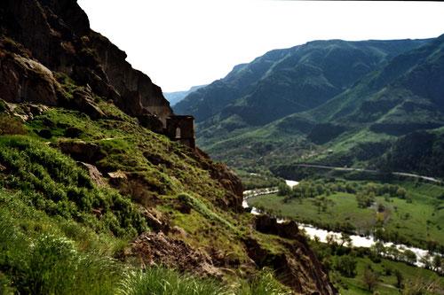 der Blick hinunter ins Tal des Kuro Flusses