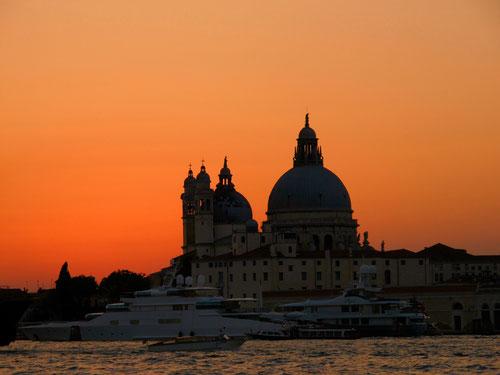 ruhig und ehrwürdig - Santa Maria delle Salute im Abendlicht