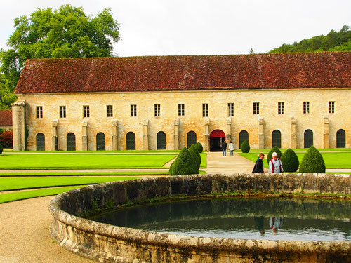 die bekannte Abtei - Seiten-Ansicht von Fontanay