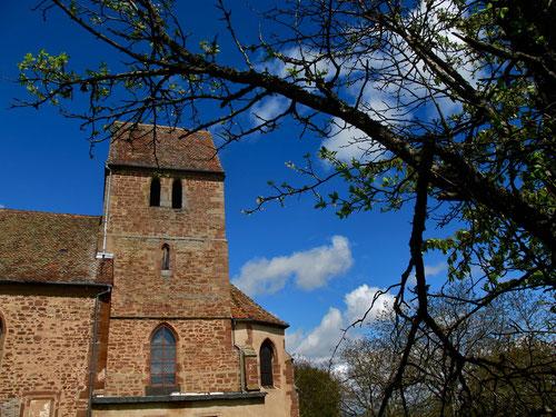 die romanische Kapelle paßte gut in die Landschaft