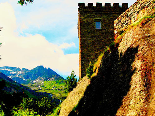 der Blick vom Torre Bevedere ins tiefer gelegene Bergell