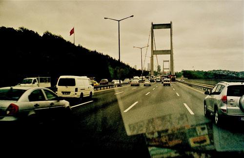 auf der E 80 über den Bosporus