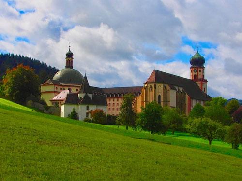 ein traumhaftes Kloster-Ensemble, das deutlich seine frühere Macht zeigt