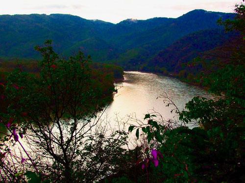 sanft und ruhig biegt sich die Donau um Dürnstein herum