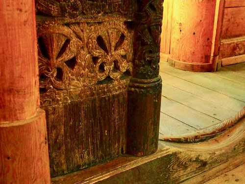 einzig die symbolischen Hartholz Schnitzereien waren orginal