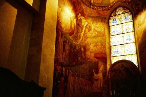 bedeutende Bildwerke von Melozzo dal Forli zieren die hohen Wände
