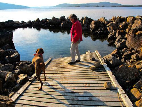 an einem See in Lappland nördlich des Polarkreises