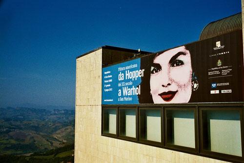 im modern gebaute Festival-Haus war eine internationale  Ausstellung zu sehen