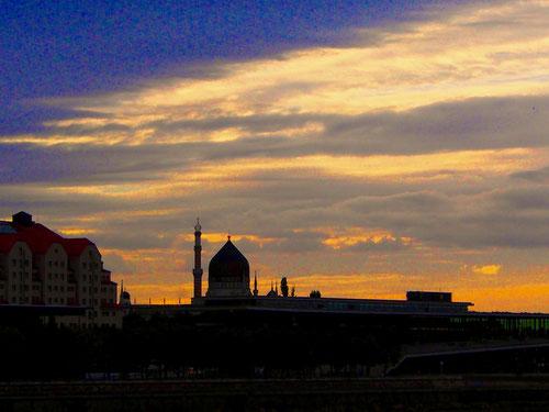 die abendliche Stadtsilouette von Dresden