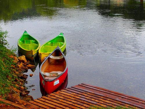 einen anderen Blickwinkel der Dordogne, erleben  hier die Kanu-Touristen