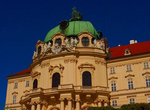 der barocke Westturm von Kloster Neuburg