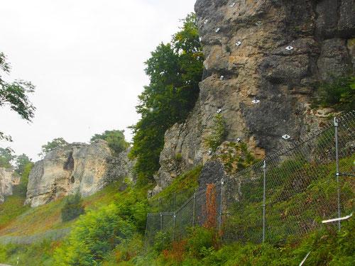 Kalkstein-Formationen im Solnhofener Tals