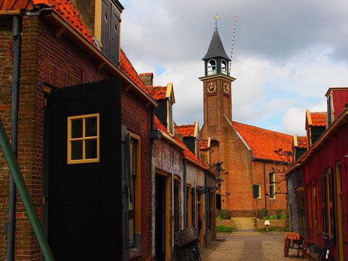 der Glockenturm der Kirche regelte das Gemeindeleben