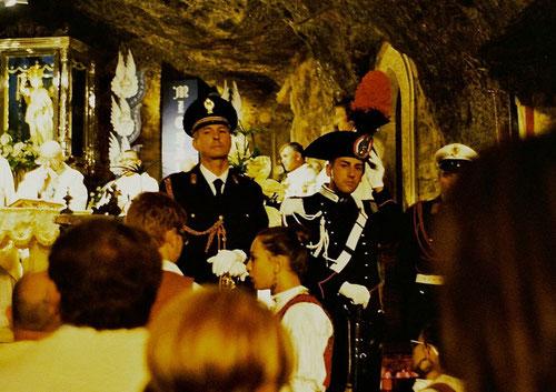 die Carabinieres mit schmucker Parade-Uniform