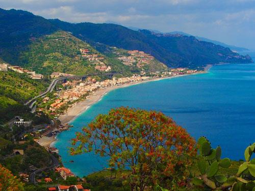 die traumhafte Bucht von Taormina