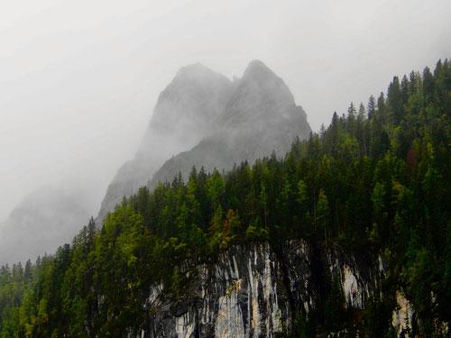 die Vorgipfel des Dachstein vom Nebel umhüllt