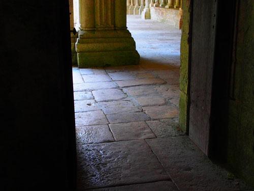 die Bodenplatten fast 1000 Jhre alt