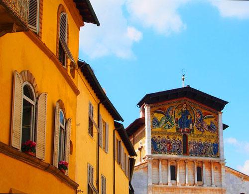Blick auf das Mosaik-Bild von San Frediano