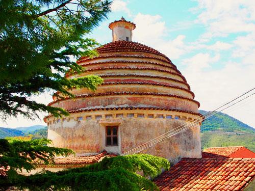 Cosa vedere ein interessanter Kuppelbau zur Sicherung des Regenwasser