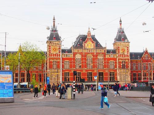 die Fassade des Hauptbahnhofs ein Relikt aus früherer Zeit