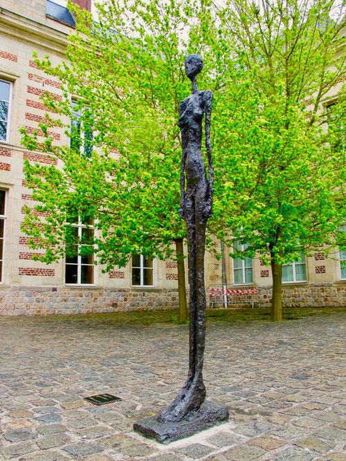 lebensgrosse Bronze-Skulptur des Schweizers A. Giacometti