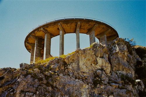 kühn die Strassen-Konstruktion hinauf zum Gipfel des San Biagio