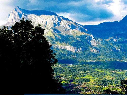 oben in Megeve - der Blick hinunter ins grüne Rhonetal