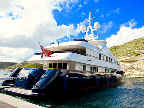 ein Schiff der Super-Millionärs-Klasse