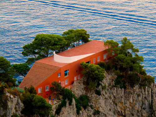 die rote Villa von Malaparte